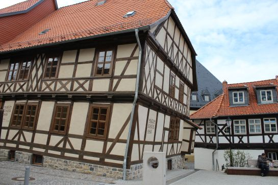 Schiefes_Haus_1.jpg